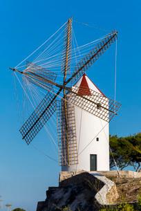 Typical windmill, Es Castell, Menorca, Balearic Islandsの写真素材 [FYI02338451]