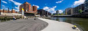 Traditionsschiffhafen harbour, modern residential andの写真素材 [FYI02338611]
