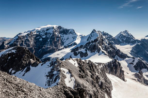 View from the top of the Tuckettspitze, Stilfser Joch, onの写真素材 [FYI02338702]