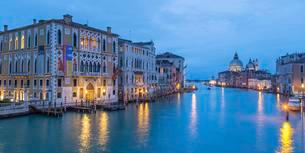 Grand Canal with palazzi and the Basilica of Santa Mariaの写真素材 [FYI02338801]