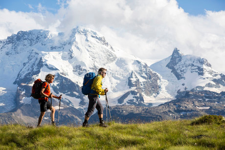 A man and a woman hiking, Schweifinen Plateau at the backの写真素材 [FYI02338835]
