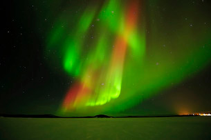 Polar lights, Aurora borealis, above the frozen Lake Inariの写真素材 [FYI02338871]