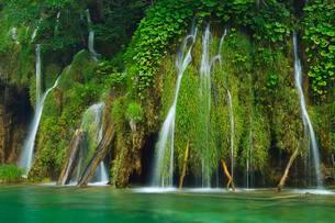 Waterfall, Plitvice Lakes National Park, Plitvice Jezeraの写真素材 [FYI02338877]