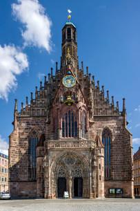 Gothic parish church of Our Lady, Hauptmarkt squareの写真素材 [FYI02338880]