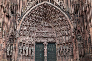 Main portal of the west facade, Strasbourg Cathedralの写真素材 [FYI02338884]