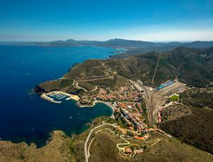 Aerial view, border town, Mediterranean coast, bayの写真素材 [FYI02338893]