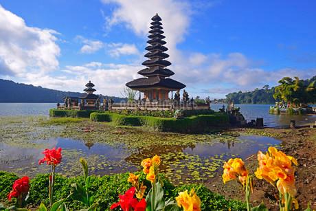 Pura Ulun Danu Bratan Temple or Pura Bratan Temple, in Lakeの写真素材 [FYI02338906]