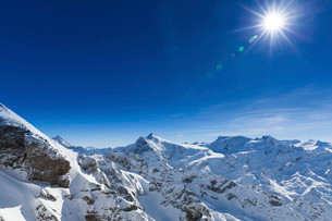 View from the Swiss mountain Titlis, Engelberg, Obwaldenの写真素材 [FYI02338918]