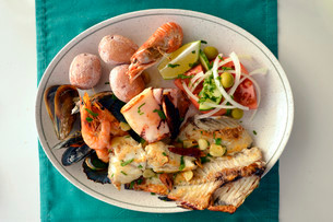 Typical fish dish with shrimps, mussels, whiting, octopusの写真素材 [FYI02338926]