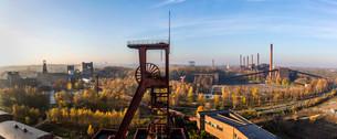 UNESCO World Heritage Site, Zeche Zollverein, view onの写真素材 [FYI02338955]