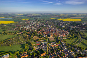 Aerial view, view of the town of Gustrow with Schlossの写真素材 [FYI02339002]