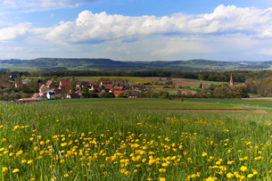 Village of Beerbach, the Franconian Switzerland behindの写真素材 [FYI02339039]
