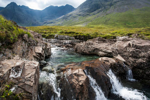 The Fairy Pools in Glen Brittle with Cuillin Hills behindの写真素材 [FYI02339075]