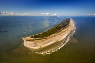 Aerial view, Wadden Sea, the Kalfamer, eastern side ofの写真素材 [FYI02339120]