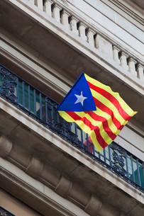 Catalan flag, Barcelona, Spainの写真素材 [FYI02339124]