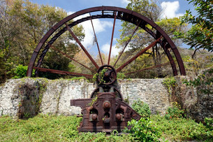 Old sugar cane mill, mill wheel, rusted, Trinidad andの写真素材 [FYI02339141]