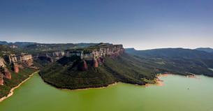 Aerial view, mesa, layered rock, Panta de Sau, Sauの写真素材 [FYI02339153]