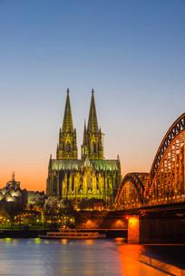 Rhine, Cologne Cathedral, Hohenzollern Bridge, Cologneの写真素材 [FYI02339191]