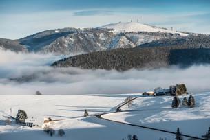 View of Mt Feldberg, Schauinsland, near Freiburg imの写真素材 [FYI02339197]