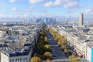 Views of La Defense and the Avenue des Champs-Elysees, theの写真素材 [FYI02339229]