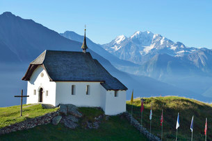Old mountain church in the village of Bettmeralp, Canton ofの写真素材 [FYI02339241]
