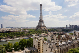 Eiffel Tower, Seine, View from the terrace of the Hotelの写真素材 [FYI02339244]