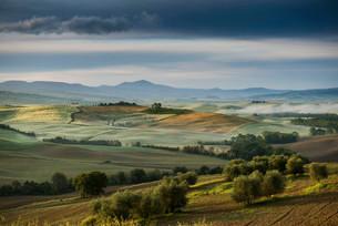 Landscape with hills, morning light, UNESCO World Heritageの写真素材 [FYI02339249]