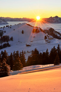 Sunset from Mt Rigi Kulm with views of the mountains Rigiの写真素材 [FYI02339307]