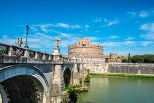 Ponte Sant'Angelo and Castel Sant'Angelo, Rome, Lazioの写真素材 [FYI02339343]