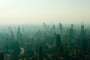 View from Jin Mao Tower to skyscrapers in haze, Huangpuの写真素材 [FYI02339356]