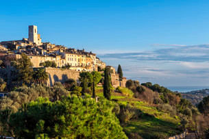 The medieval hill town of Saint-Paul orの写真素材 [FYI02339386]