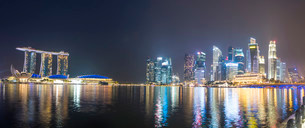 Panorama Marina Bay at night, Singapore River, Marina Bayの写真素材 [FYI02339401]