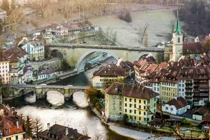View of the historic centre with Aare river, Bern, Cantonの写真素材 [FYI02339426]