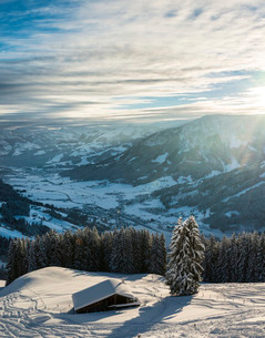 Cottage in a ski resort with views of the Alps, Brixen Imの写真素材 [FYI02339427]