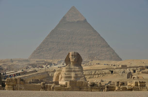 Sphinx or Great Sphinx of Giza, lion with a human headの写真素材 [FYI02339433]