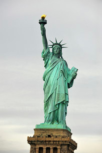 Statue of Liberty, Liberty Island, New York City, New Yorkの写真素材 [FYI02339448]