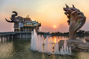 Seven-headed Naga serpent and fountain in front of theの写真素材 [FYI02339466]