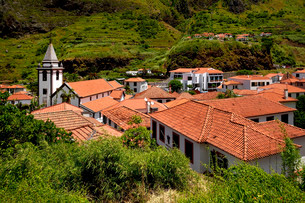 View of the picturesque village of Sao Vicente, Madeiraの写真素材 [FYI02339470]