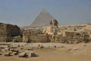 Sphinx or Great Sphinx of Giza, lion with a human headの写真素材 [FYI02339484]