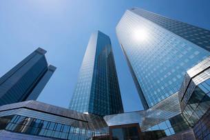 Deutsche Bank Twin Towers and Sparkasse savings bankの写真素材 [FYI02339485]