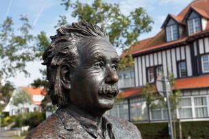 Albert Einstein, bronze sculpture by the Belgian sculptorの写真素材 [FYI02339487]