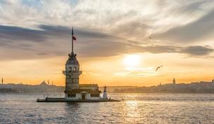 Kiz Kulesi, Maiden's Tower or Leander's Tower at sunsetの写真素材 [FYI02339495]