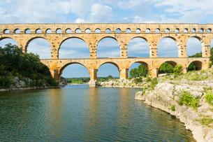 Pont du Gard, Roman aqueduct, Languedoc Roussillon regionの写真素材 [FYI02339498]