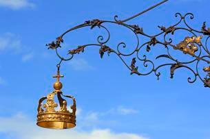 Signboard for the Gasthaus Zur Goldenen Krone, guesthouseの写真素材 [FYI02339505]