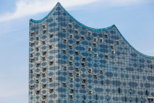 Glass facade of the Elbe Philharmonic Hall, HafenCity inの写真素材 [FYI02339515]