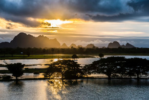 Sunset above tower karst mountains, artificial lakeの写真素材 [FYI02339531]