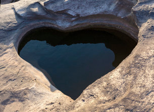 Heart-shaped natural hole, Sam Pan Bok, 3000 Holes, Mekongの写真素材 [FYI02339540]