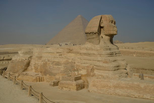 Sphinx or Great Sphinx of Giza, lion with a human headの写真素材 [FYI02339548]