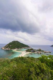 View across Koh Nang Yuan or Nangyuan, near Koh Tao, Gulfの写真素材 [FYI02339559]