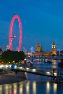 London Eye, Houses of Parliament, Big Ben, London, Englandの写真素材 [FYI02339577]